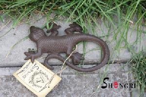 cast iron gecko figurine