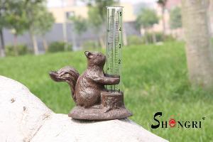 cast iron rain gauge squirrel srly 03