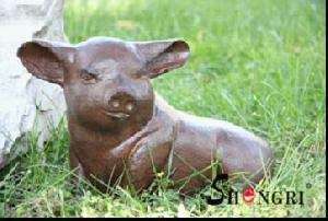cast iron pig statue