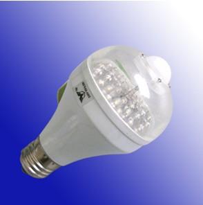 bulbo sensor de infrarrojos llevado la luz en el atardecer frente madrugada automáticamente