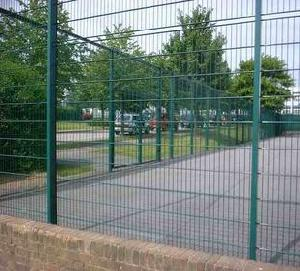 green coated wire fencing