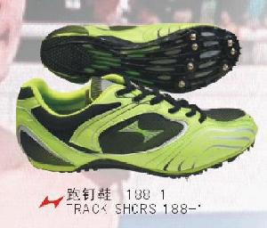 track spikes middle distance