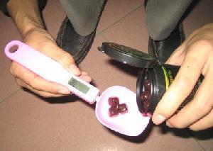 operation digital spoon scales weighing scoop sweets salt sugar hold lock 500g