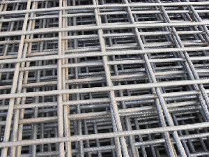 hole 4 x reinforcing welded ribbed wire mesh