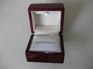 wood ring box w overhead led light