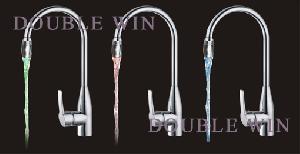 temperature detectable faucet lamp