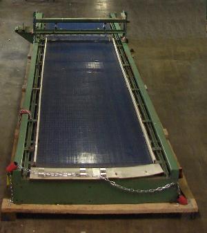 plastic mesh rectangular bi directional accumulating table