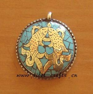 golden fishes symbol pendant