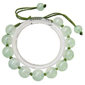 adjustable tibetan 12 light green jade beaded amulet