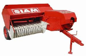 pickup baler machine transform dry hay grass seed straw bale