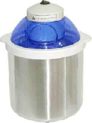 Ice Cream Maker With 1.4 Litre Capacity
