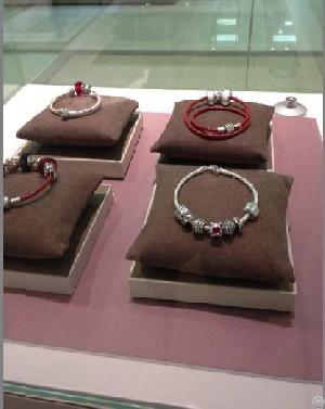 pandora bead bracelet display pillow stand