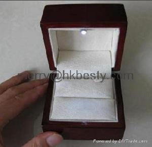led spot light jewelry ring boxes moq